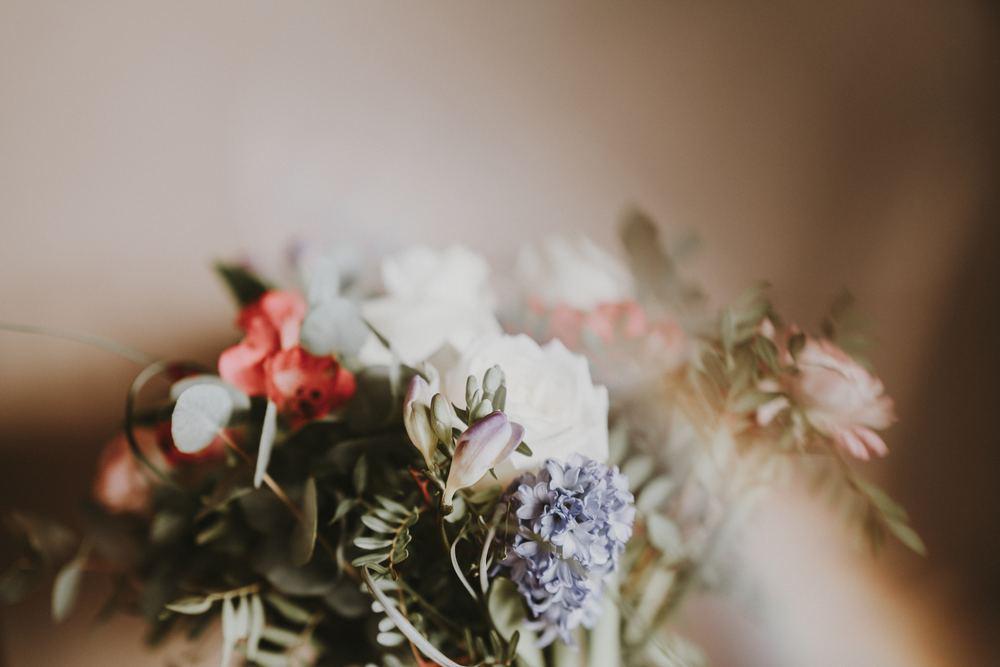 Hvorledes kan en bedemand være behjælpelig ved begravelse og bisættelse?